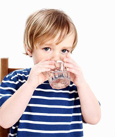 kid-drinking-2